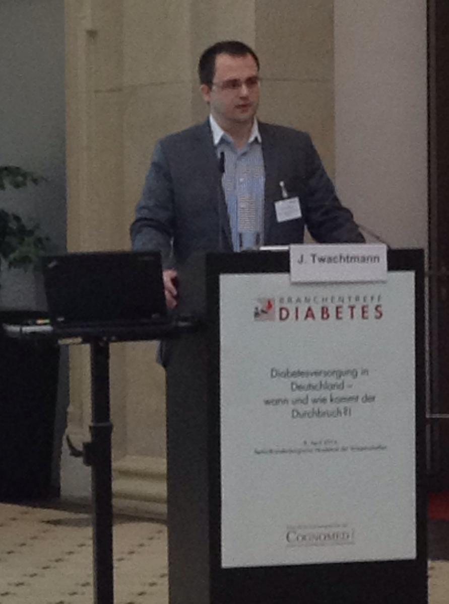 Jan am Rednerpult beim 2. Branchentreff Diabetes