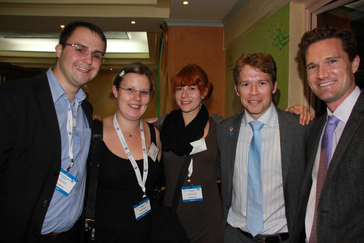 Foto in Tanzania mit Annelieke von Dia-B.nl und Phil von Team NovoNordisk