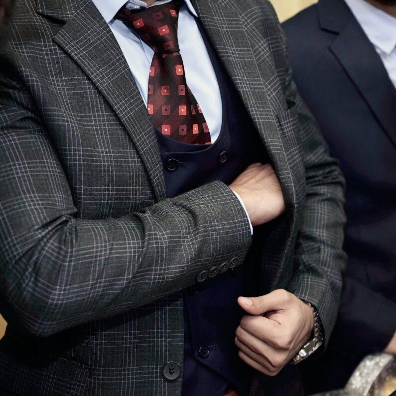 Krawatte abschneiden an Weiberfastnacht kann zum Schadenersatz verpflichten